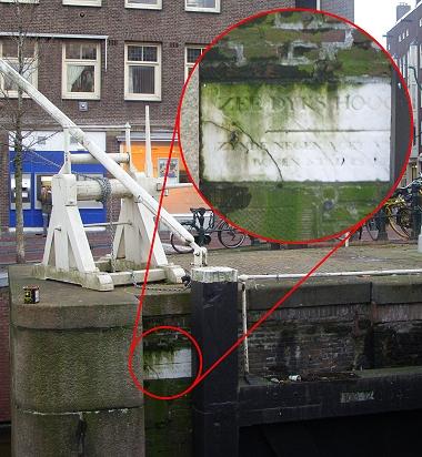 alte Pegelmarke in Amsterdam